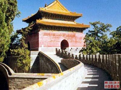 比较中国历代皇帝陵墓,明十三陵具有三个明显特色.  第一,...